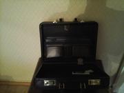 Продам новый кожаный чемодан